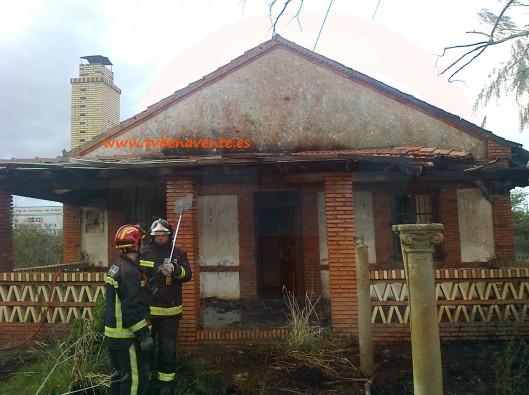 Un incendio destruye casi por completo el porche de una - Porches de casas de campo ...