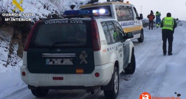 La Guardia Civil auxilia a dos enfermos ante la dificultad de acceso de una ambulancia por la nieve