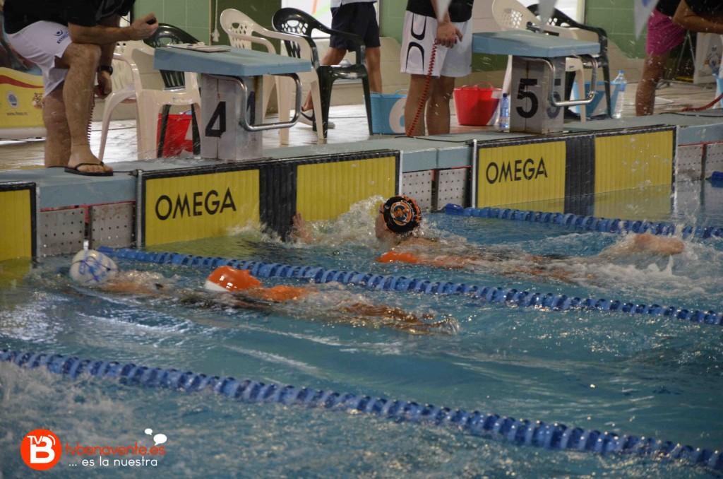 Carolina Ganado Amador en la piscina