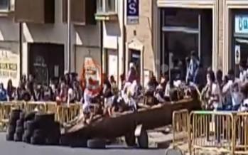 """VIDEO: ACCIDENTE """"AUTOS LOCOS"""" PROVOCA SU SUSPENSIÓN"""