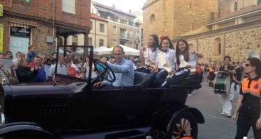 Fotografías del gran desfile inaugural de las fiestas del toro enmaromado de Benavente 2015
