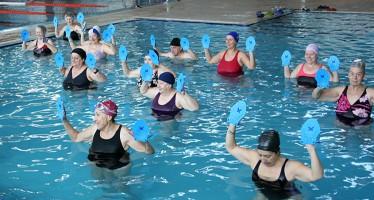 El viernes 26 de Junio, gimnasia en el agua en la piscina cubierta de Benavente