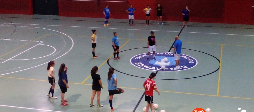 Las jóvenes del club atlético Benavente fútbol sala mostraron sus aptitudes el pasado miércoles en la Rosaleda