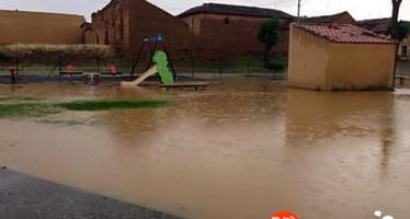 Las últimas lluvias inundan el parque infantil de San Miguel del Valle