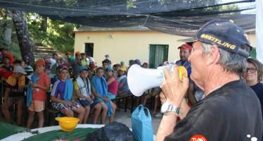 """Los acampados en Sanabria conocen al """"niño lobo"""""""