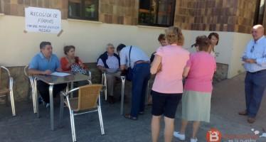 Los villalpandinos recogen firmas en apoyo al médico de su centro de salud