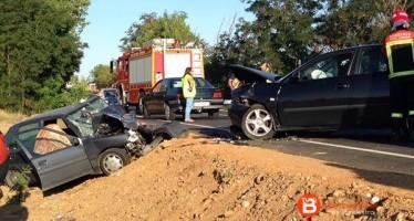 Una fallecida y dos heridos en el accidente de dos turismos en Villaralbo