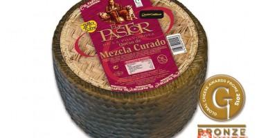 """Medalla de bronce al queso de mezcla curado """"el pastor de la polvorosa"""" en uno de los eventos más importantes a nivel internacional"""