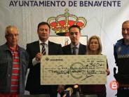 Caja Rural hace entrega a Cruz Roja Benavente de un cheque por importe de 360€