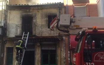 Importante incendio en la Calle Santa Cruz de Benavente
