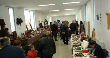 Varios artesanos se reunieron el pasado domingo en la X galería de artesanía y oficios de Camarzana de Tera