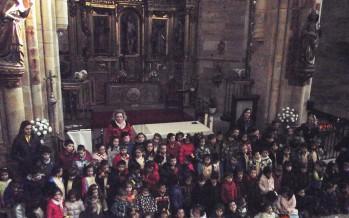 """La """"Veguilla"""" recibe la visita de los """"peques"""" del Virgen de la Vega"""