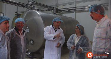 La presidenta de la Diputación de Zamora visita la fábrica de Quesos el Pastor de la Polvorosa