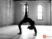 Clase de yoga en la Plaza Mayor de Benavente