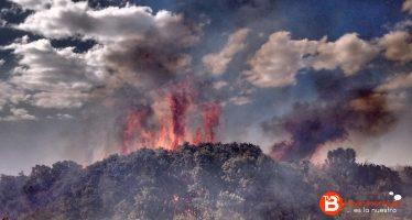 ACTUALIZADO: Medios aéreos y terrestres trabajan en la extinción de un incendio en el Valle de Vidriales