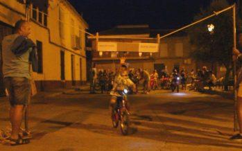 Los niños de Fuentes de Ropel pudieron 'correr las cintas' montados en sus bicicletas