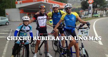 Los Lagos de Covadonga asombrados de la otra Vuelta en la octava etapa de Iván