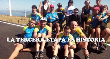 Iván Bragado y sus compañeros de Discamino sufren en el Vixía de Herbeira