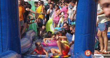 GALERÍA DE FOTOS: Tobogán acuático en Castrogonzalo