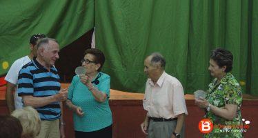 Iniciativas Ropelanas premia a sus socios más veteranos