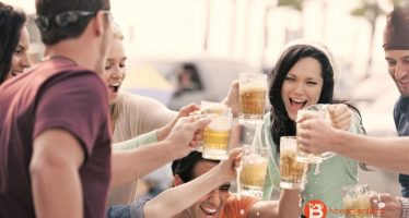 La cerveza te hace ver más caras felices