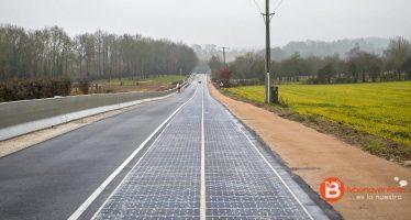 La primera carretera con paneles solares en el mundo