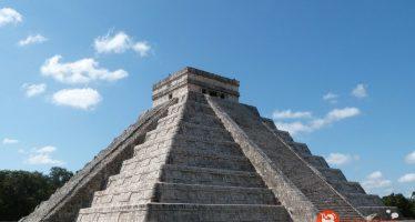 El templo maya que tiene dos pirámides en su interior
