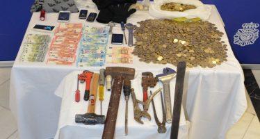 Tres detenidos como presuntos autores de robos en bares de la capital