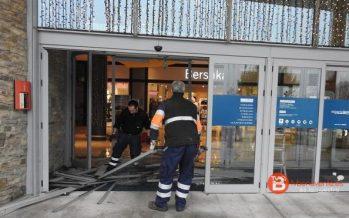 Intentan acceder sin éxito al centro comercial Espacio León