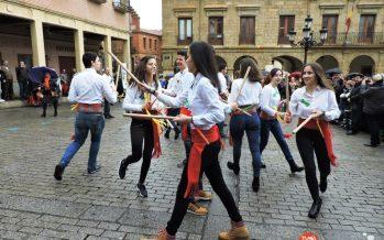 GALERÍA: Grupo de Paloteo del IES Los Sauces en la fiesta de Las Candelas