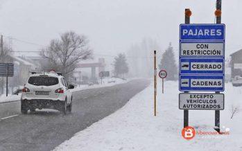 Cerrado al tráfico de vehículos pesados el puerto de Pajares por la nieve