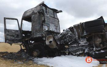 GALERÍA: Un camión vuelca y se incendia en la N-610 pasado Castrogonzalo