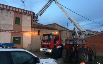 Incendio por una chimenea en la localidad de Riego del Camino