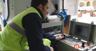Operarios de AQUONA nos enseñan la Cámara de Inspección de alcantarillado