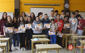 """Los alumnos de """"León Felipe"""" reciben los diplomas del concurso """"Nueve Paisajes Secretos"""""""