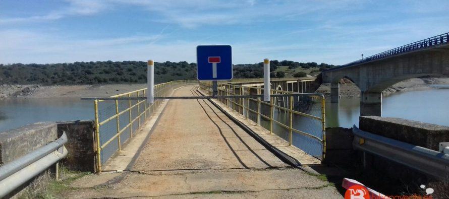 Cortado el antiguo puente de Manzanal del Barco sobre el embalse del Esla