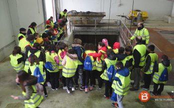 """Los alumnos de """"La Vega"""" visitan la EDAR con motivo del Día mundial del Agua"""