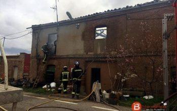 Una vivienda familiar se incendia y se reduce a escombros en Fuentesaúco