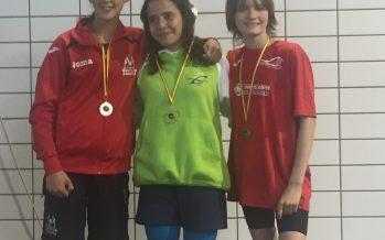 Tres medallas en la final de fondo y estilos para el Benavente Natación