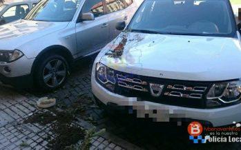 Una maceta golpea la delantera de un coche debido al viento