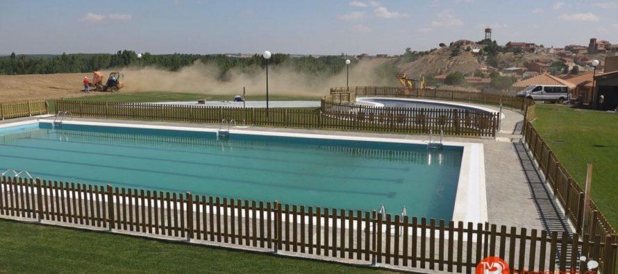 Apertura de las piscinas de castrogonzalo con puertas for Piscinas benavente