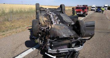Herido un hombre de 57 años al volcar su coche en Cerecinos de Campos