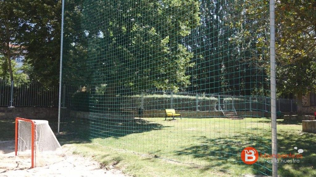 Inaugurada la zona de ocio con acceso desde las piscinas for Piscinas benavente