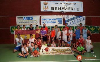 Una treintena de niños disfrutó del X Campus de Baloncesto en Benavente