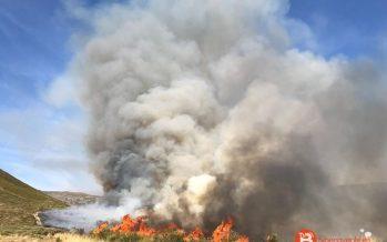 Gran cantidad de efectivos trabajan en el incendio de nivel 1 en Lubián